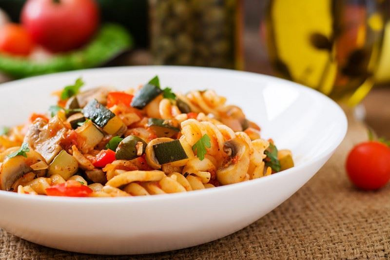מתכון פסטה פוזילי GRANO ARMANDO בירקות עם רוטב עגבניות